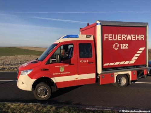 FF Altenhof 20200316171918 VU Traktor mit Holzanhänger
